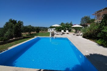 Fully refurbished infinity pool delivered to ...